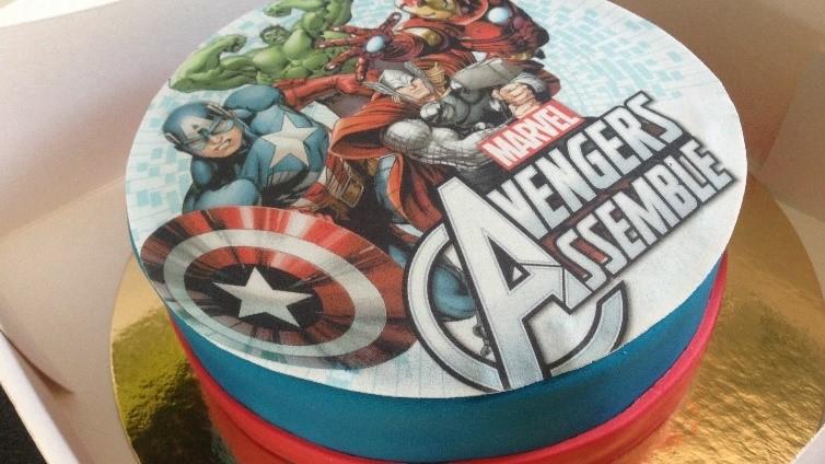 Gâteau d'anniversaire Avengers disque