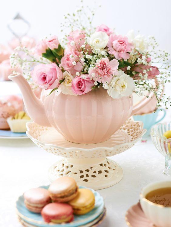 théière rose et fleurs